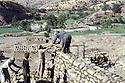 Irak 1991 Reconstruction du village de Rajou Garian       Iraq 1991 Reconstruction in the village of Raju Garian