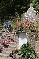 Europe/France/Normandie/Basse-Normandie/50/Manche/Presqu'île de la Hague/Gréville-Hague:Détail d'un puit fleuri au Hameau de Gruchy ou naquit le peintre Millet - La Maison du puits