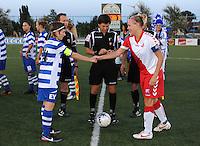 AA Gent Ladies - FC Utrecht :<br /> Toss tussen Elke Van De Sompel (L) en Hélène Heemskerk (R)<br /> foto VDB / BART VANDENBROUCKE