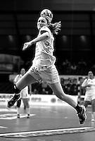 Handball 1. Bundesliga Damen / Frauen - HC Leipzig (HCL) : FA (Frischauf) Göppingen - Arena Leipzig - im Bild:  Natalie Augsburg (HCL) beim Angriff . Foto: Norman Rembarz..