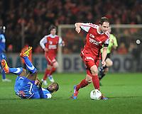 KV Kortrijk - KRC Genk : Dalibor Veselinovic laat Khaleem Hyland achter zicht en rukt op.foto VDB / BART VANDENBROUCKE