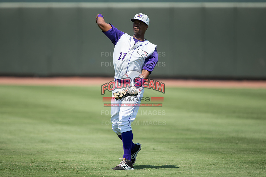 Winston-Salem Dash right fielder Eloy Jimenez (27) warms up between innings of the game against the Potomac Nationals at BB&T Ballpark on August 6, 2017 in Winston-Salem, North Carolina.  The Nationals defeated the Dash 4-3 in 10 innings.  (Brian Westerholt/Four Seam Images)
