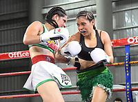 """MONTERIA - COLOMBIA, 19-05-2018:Combate entre  la boxeadora Yazmín """"La rusita """"Rivas (Izq) de México y  la  colombiana  Liliana """"La Tigresa"""" Palmera (Der) . La mexicana  ganó por nocaut técnico en el quinto asalto  el título Mundial Supergallo AMB en   el coliseo """"Happy Lora """" de esta ciudad   ./ Combat between the boxer Yazmín """"La Rusita"""" Rivas (Left) of Mexico and the Colombian Liliana """"La Tigresa"""" Palmera (R), the Mexican won by technical knockout in the fifth round the WBA Super Bantamweight title in the """"Happy Lora"""" coliseum of this city. Photo: VizzorImage / Andrés Felipe López Vargas / Contribuidor"""
