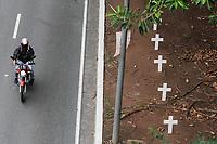 06.12.2019 - Cruzes na avenida 23 de Maio em SP