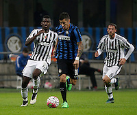 Calcio, Serie A: Inter vs Juventus. Milano, stadio San Siro, 18 ottobre 2015. <br /> FC Inter's Stevan Jovetic, center, is chased by Juventus' Paul Pogba, left, and Claudio Marchisio during the Italian Serie A football match between FC Inter and Juventus, at Milan's San Siro stadium, 18 October 2015.<br /> UPDATE IMAGES PRESS/Isabella Bonotto
