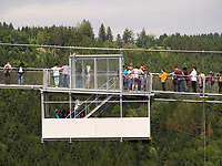 Hängebrücke bei der Rappbode-Talsperre im Harz, Sachsen-Anhalt, Deutschland, Europa<br /> suspension bridge at Rappbode dam in the Harz Mountains, Saxony-Anhalt, Germany, Europe