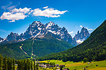 Italien, Suedtirol (Trentino - Alto Adige), Sextental - Seitental des Hochpustertals, Sexten vor Sextner Dolomiten | Italy, South Tyrol (Trentino - Alto Adige), Dolomites, Val di Sesto, Sesto Pusteria and Sexten Dolomites