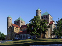 Ottonische Kirche St. Michaelis in Hildesheim, Niedersachsen, Deutschland, Europa, UNESCO Weltkulturerbe<br /> Ottonian St. Michael's church in Hildesheim, Lower Saxony, Germany, Europe, UNESCO Heritage Site