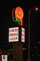 Affichage au neon, 2021<br /> <br /> PHOTO : Pierre Tran - Agence Quebec Presse