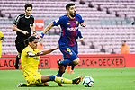 Mauricio Lemos of UD Las Palmas trips up with Luis Alberto Suarez Diaz of FC Barcelona (R) during the La Liga 2017-18 match between FC Barcelona and Las Palmas at Camp Nou on 01 October 2017 in Barcelona, Spain. (Photo by Vicens Gimenez / Power Sport Images