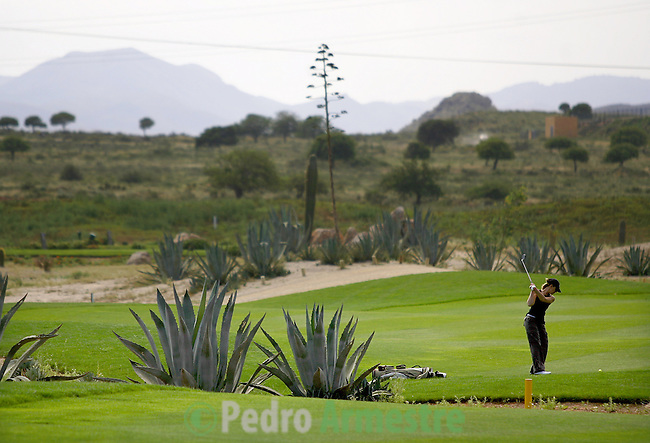 """A woman plays to the golf in  """"Desert Spring"""" new urbanization placed in one of the zones with major problem of Spain's water, in Cuevas de Almanzora, near Almeria, 04 Juny 2006. AFP PHOTO/Pedro ARMESTRE"""