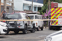 Campinas (SP), 03/12/2020 - Policia - O Gate (Grupo de Ações Táticas da Polícia) foi acionado, na tarde desta quinta-feira (3), após um homem prender e ameaçar colocar fogo na própria família, em uma casa no bairro Jardim Santa Lúcia, em Campinas (SP). A polícia já conseguiu libertar a família, e por volta das 17h, deteve o homem.<br /> De acordo com a PM (Polícia Militar),  a viatura foi acionada, após o homem ameaçar colocar fogo nele e na própria família.<br /> Os policiais chegaram no local e foram recebidos com barras de ferro. Ele revidaram com uma taser - arma de choque, e a família conseguiu sair da casa. Eles relataram que o suspeito sofre de transtornos mentais.