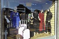 - Milano, piazza Angilberto, nel quartiere Corvetto, negozio di abiti musulmani<br /> <br /> - Milan, Piazza Angilberto, in the Corvetto district, Muslim clothing store