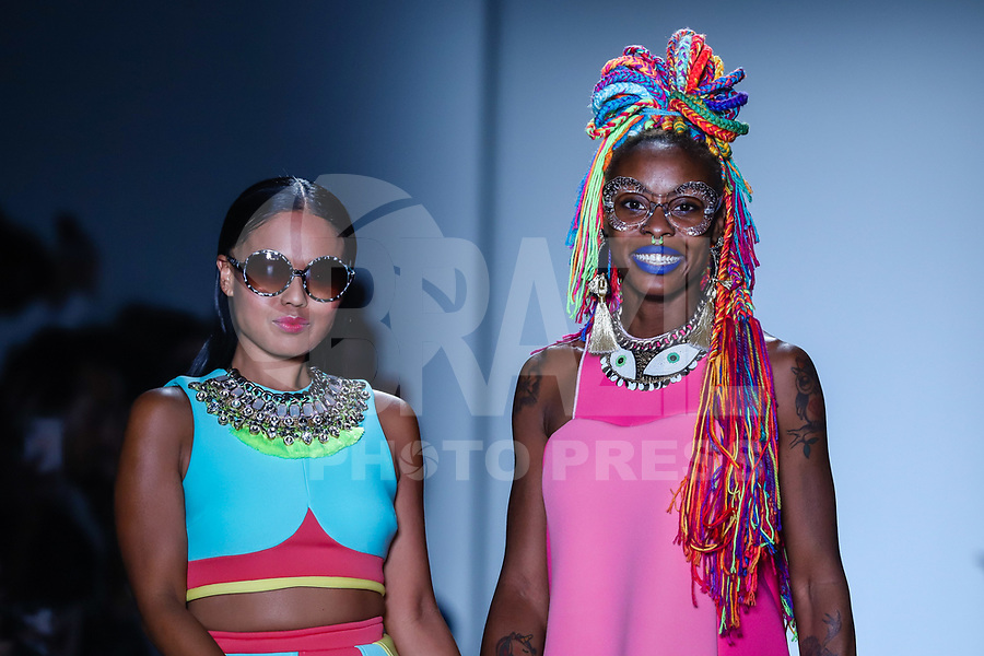 NOVA YORK, EUA, 08.09.2018 - MODA-EUA - Modelo desfila para grife Meticulously Eccentric durante na New York Fashion Week na cidade de Nova York nos Estados Unidos neste sábado, 8. (Foto: Vanessa Carvalho/Brazil Photo Press)