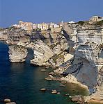 France, Corsica, Bonifacio: View of Town on Jagged Coast Line | Frankreich, Korsika, Bonifacio: Stadt auf den Klippen