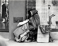 Sans-abris au centre ville, circa 1998<br /> <br /> PHOTO :  Agence Quebec Presse