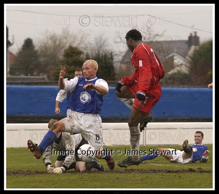 01/03/2003                   Copyright Pic : James Stewart.File Name : stewart-qots v falkirk 03.STEVEN BOWEY BLOCKS COLLIN SAMUEL'S HEADER....James Stewart Photo Agency, 19 Carronlea Drive, Falkirk. FK2 8DN      Vat Reg No. 607 6932 25.Office     : +44 (0)1324 570906     .Mobile  : +44 (0)7721 416997.Fax         :  +44 (0)1324 570906.E-mail  :  jim@jspa.co.uk.If you require further information then contact Jim Stewart on any of the numbers above.........
