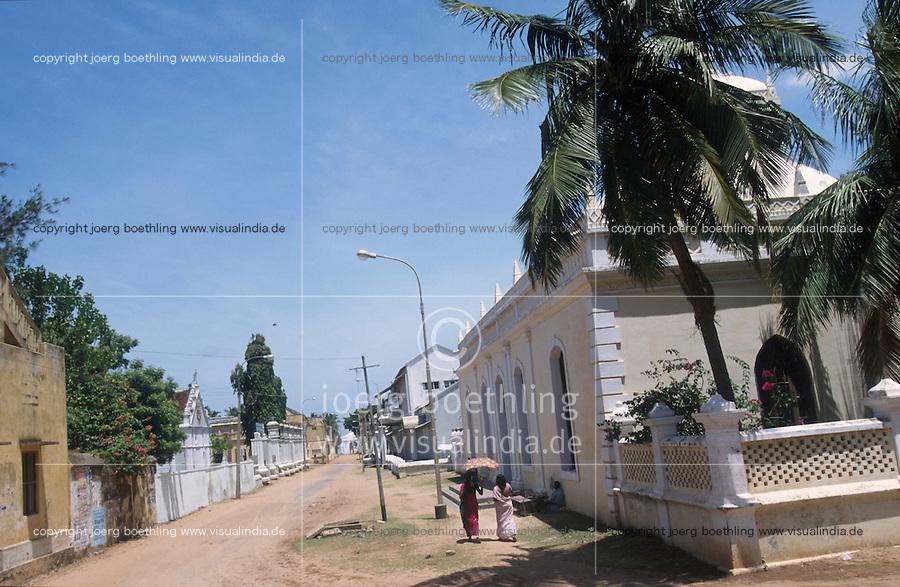 INDIA Tranquebar, in 18th century a former danish trading post in Tamil Nadu, at the right Zion church / INDIEN Tranquebar, war eine ehemalige daenische Handelsniederlassung im 18. Jh., daenische Altstadt zwischen Stadttor und Fort, rechts Zion Kirche