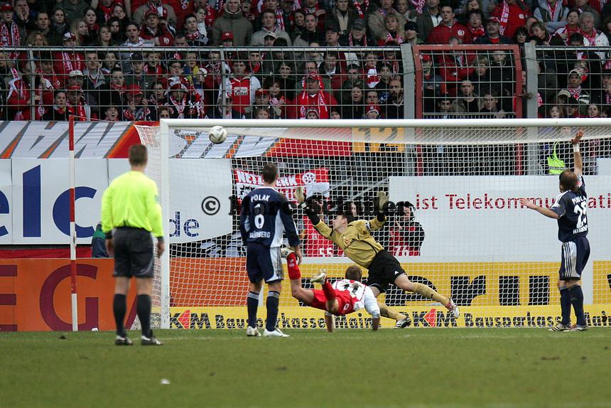 Kopfballtor von Petr Ruman (FSV Mainz 05) gegen Raphael Schaefer (1. FC Nuernberg), das wegen Abseits nicht gegeben wurde +++ Marc Schueler +++ 1. FSV Mainz 05 vs. 1. FC Nuernberg, 24.02.2007, Stadion am Bruchweg Mainz +++ Bild ist honorarpflichtig. Marc Schueler, Kreissparkasse Grofl-Gerau, BLZ: 50852553, Kto.: 8047714