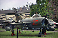 - Germania, Dresda, museo delle Forze Armate subito dopo la riunificazione fra DDR e Repubblica Federale Tedesca; aereo da caccia MIG 17 di costruzione sovietica (Marzo 1991)<br />