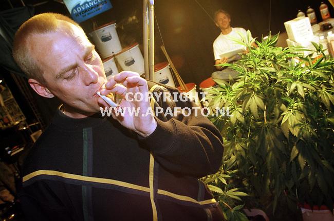 Renkum,07-05-99  foto:Koos Groenewold (APA)<br />De vakbeurs over hennep ging slechts over 1 van de mogelijkheden die hennep heeft namelijk het `high` worden...