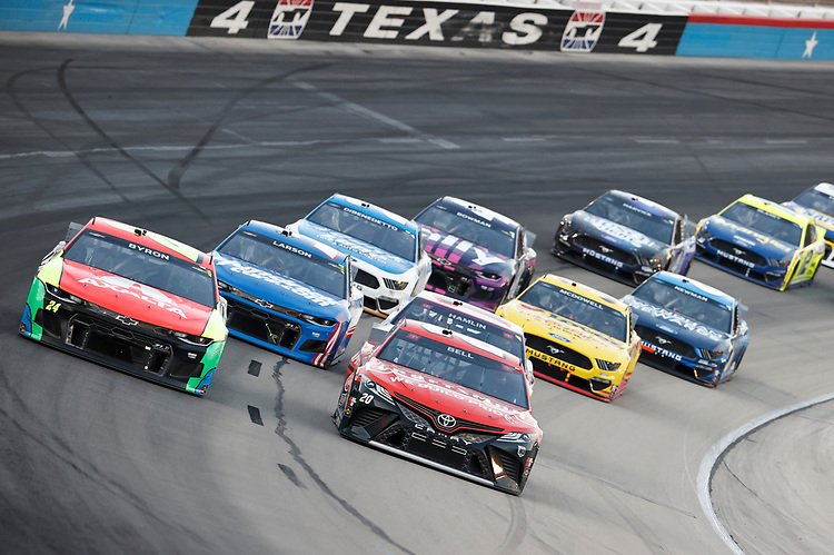 #24: William Byron, Hendrick Motorsports, Chevrolet Camaro Axalta, #20: Christopher Bell, Joe Gibbs Racing, Toyota Camry Craftsman