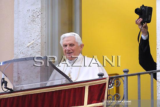 Pope Benedict XVI blesses the pilgrims gathered for his Regina Coeli prayer in the courtyard of Pontiff's residence in Castelgandolfo, south of Rome, on April 5, 2010.