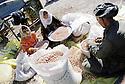 Irak 2000  Halabja: Famille faisant le tri de cacahuettes dans la cour de leur maison    2000.Halabja: Sorting peanuts in a family