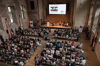 """Veranstaltung """"50 Jahre Entwicklungshelfer-Gesetz – 'Die Welt im Gepaeck'"""" am Freitag den 12. Juli 2019 in der Berliner St. Elisabethkirche.<br /> Als Gast war die Bundeskanzlerin Angela Merkel geladen.<br /> Den Ehrentag fuer zurueckgekehrte Entwicklungshilfe-Fachkraefte veranstalten die Gemeinsame Konferenz Kirche und Entwicklung (GKKE) und die Arbeitsgemeinschaft der Entwicklungsdienste (AGdD).<br /> Im Bild: Eine Gespraechsrunde mit Entwicklungshelfern. Vlnr.: Martin Philipps, Entwicklungshelfer; Friedericke Repnik, Moderatorin; Bundeskanzlerin Angela Merkel; Dr. Sheku Kamara, Direktor des Conservation Society of Sierra Leone; Dr. Regine Brandt, Entwicklungshelferin.<br /> 12.7.2019, Berlin<br /> Copyright: Christian-Ditsch.de<br /> [Inhaltsveraendernde Manipulation des Fotos nur nach ausdruecklicher Genehmigung des Fotografen. Vereinbarungen ueber Abtretung von Persoenlichkeitsrechten/Model Release der abgebildeten Person/Personen liegen nicht vor. NO MODEL RELEASE! Nur fuer Redaktionelle Zwecke. Don't publish without copyright Christian-Ditsch.de, Veroeffentlichung nur mit Fotografennennung, sowie gegen Honorar, MwSt. und Beleg. Konto: I N G - D i B a, IBAN DE58500105175400192269, BIC INGDDEFFXXX, Kontakt: post@christian-ditsch.de<br /> Bei der Bearbeitung der Dateiinformationen darf die Urheberkennzeichnung in den EXIF- und  IPTC-Daten nicht entfernt werden, diese sind in digitalen Medien nach §95c UrhG rechtlich geschuetzt. Der Urhebervermerk wird gemaess §13 UrhG verlangt.]"""
