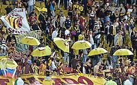 BOGOTÁ -COLOMBIA, 06-09-2014. Aspecto de los hinchas del Toilima  durante el encuentro entre Independiente Santa Fe y Deportes Tolima por la fecha 8 de la Liga Postobón II 2014 jugado en el estadio Nemesio Camacho El Campín de la ciudad de Bogotá./ Aspect of the followers of Tolima during the match between Independiente Santa Fe and Deportes Tolima for the 8th date of the Postobon League I 2014 played at Nemesio Camacho El Campin stadium in Bogotá city. Photo: VizzorImage/ Gabriel Aponte / Staff