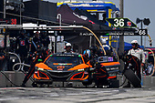 #76: Compass Racing Acura NSX GT3, GTD: Jeff Kingsley, Mario Farnbacher, pit stop
