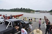 magens de caminhões carregados com toras de madeira na BR-364, sendo transportadas de Sena Madureira para Rio Branco<br /> Tabela de preços na travessia de de balsa sobre o Rio Madeira, em Rondônia