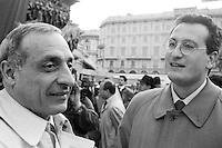 mani pulite Mialno 1992/1994<br /> partito Socialista Italiano, ultimo comizio in Piazza Duomo di Bettino Craxi. mani pulite 1992-1994, comizio partito socialista iataliano, Bobo Craxi, Giampiero Borghini,
