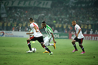 MEDELLIN- COLOMBIA – 03-12-2014: Johnatan Copete (Der.) jugador de Atletico Nacional de Colombia de disputa el balon con Emanuel Mammana (Izq.) jugador de River Plate de Argentina durante partido de ida de la final de la Copa Total Suramericana entre Atletico Nacional de Colombia y River Plate de Argentina en el estadio Atanasio Girardot de la ciudad de Medellin.  / Johnatan Copete (R) player of Atletico Nacional de Colombia vies for the ball with Emanuel Mammana (L) player of River Plate of Argentina during a match for the first leg of the final between Atletico Nacional of Colombia and River Plate of Argentina of the Copa Total Suramericana in the Atanasio Girardot stadium, in Medellin city. Photo: VizzorImage / Luis Ramirez/ Staff.