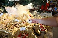 Weihnachtliches zu verkaufen im Kreuzfahrtterminal am Hafen von Bridgetown, Barbados