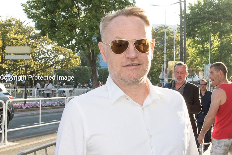 jared harris se promene sur la croisette lors du soixante neuvieme festival du film a cannes samedi 21 mai 2016