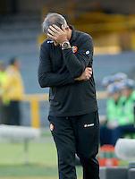 BOGOTA- COLOMBIA – 15-03-2016: Dalcio Giovagnoli, técnico de de Cobresal de Chile, durante partido entre Independiente Santa Fe de Colombia y Cobresal de Chile, por la segunda fase de la Copa Bridgestone Libertadores en el estadio Nemesio Camacho El Campin, de la ciudad de Bogota. / Dalcio Giovagnoli, coach of Cobresal of Chile, during a match between Independiente Santa Fe of Colombia and Cobresal of Chile,  for the second phase, of the Copa Bridgestone Libertadores in the Nemesio Camacho El Campin in Bogota city. VizzorImage / Luis Ramirez / Staff.