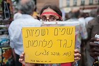"""Israelis demonstrieren in Berlin  gegen Gaza-Krieg.<br /> Mehrere hundert Menschen folgtem einem Aufruf von Israelis und Juden die in Berlin leben zu einer Demonstration gegen den Krieg Israels gegen im Gaza-Streifen. An der Demonstration nahmen auch Menschen aus arabischen Laendern und Deutschland teil. Gemeinsam riefen sie Parolen gegen Israel, Antisemitismus, Antiislamismus und forderten ein sofortiges Ende des Krieges.<br /> Im Bild: Eine Demonstrantin haelt ein Schild mit der hebraeisch/arabischen Aufschrift """"Semiten gegen Krieg"""" (hebr,) """"Wir spenden Liebe"""" (arab.).<br /> 30.7.2014, Berlin<br /> Copyright: Christian-Ditsch.de<br /> [Inhaltsveraendernde Manipulation des Fotos nur nach ausdruecklicher Genehmigung des Fotografen. Vereinbarungen ueber Abtretung von Persoenlichkeitsrechten/Model Release der abgebildeten Person/Personen liegen nicht vor. NO MODEL RELEASE! Don't publish without copyright Christian-Ditsch.de, Veroeffentlichung nur mit Fotografennennung, sowie gegen Honorar, MwSt. und Beleg. Konto: I N G - D i B a, IBAN DE58500105175400192269, BIC INGDDEFFXXX, Kontakt: post@christian-ditsch.de<br /> Urhebervermerk wird gemaess Paragraph 13 UHG verlangt.]"""