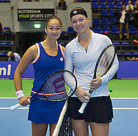 21-12-13,Netherlands, Rotterdam,  Topsportcentrum, Tennis Masters, Semifinal women Lesley Kerkhove and Kiki Bertens (R) (NED)<br /> Photo: Henk Koster