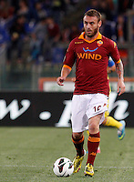 Calcio, Serie A: Roma vs Chievo Verona. Roma, stadio Olimpico, 7 maggio 2013..AS Roma midfielder Daniele De Rossi in action during the Italian Serie A football match between AS Roma and ChievoVerona at Rome's Olympic stadium, 7 May 2013..UPDATE IMAGES PRESS/Riccardo De Luca