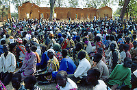 Sudan. South Sudan. Bahr El Ghazal. Mayen Abun. Christian Solidarity International (CSI) buys back dinka slaves from muslim arab traders.  People waiting for the purchase to be completed to be free again. © 1999 Didier Ruef