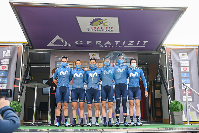 Movistar Team Women at sign on before the start of Stage 1 of the CERATIZIT Challenge by La Vuelta 2020, running 82.8km from Toledo to Escalona, Spain. 6th November 2020.<br /> Picture: Antonio Baixauli López/BaixauliStudio | Cyclefile<br /> <br /> All photos usage must carry mandatory copyright credit (© Cyclefile | Antonio Baixauli López/BaixauliStudio)