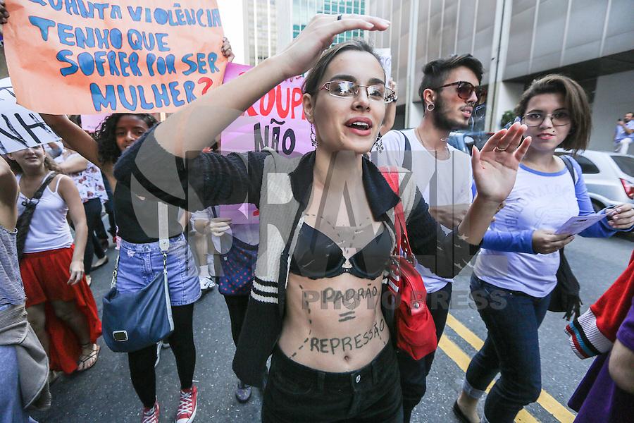 """SAO PAULO, SP, 25 MAIO 2013 - MARCHA DAS VADIAS - Manifestantes participam da 3ª Marcha das Vadias, que acontece neste sábado, 25, na Avenida Paulista, região central da cidade de São Paulo. O tema desta edição é """"Quebre o Silêncio"""". O movimento pretende incentivar que as mulheres que sofrem violência sexual denunciem seus agressores. (FOTO: WILLIAM VOLCOV / BRAZIL PHOTO PRESS)."""