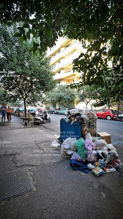 - NAPOLI 9 SET 2014  -   rifiuti vomero   via orsi