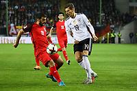 Leon Goretzka (Deutschland Germany) gegen Rahid Amirguliyev  (Aserbaidschan) - 08.10.2017: Deutschland vs. Asabaidschan, WM-Qualifikation Spiel 10, Betzenberg Kaiserslautern
