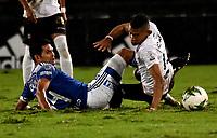 BOGOTA - COLOMBIA, 27-11-2020: David Macalister Silva de Millonarios F. C. y Carlos Pajaro de Once Caldas disputan el balon, durante partido entre Millonarios F. C. y Once Caldas de la fecha 1 por la Liguilla BetPlay DIMAYOR 2020 jugado en el estadio Nemesio Camacho El Campin de la ciudad de Bogota. / David Macalister Silva of Millonarios F. C. and Carlos Pajaro of Once Caldas figth for the ball, during a match between Millonarios F. C. and Once Caldas of the 1st date for the BetPlay DIMAYOR 2020 Liguilla played at the Nemesio Camacho El Campin Stadium in Bogota city. / Photo: VizzorImage / Luis Ramirez / Staff.