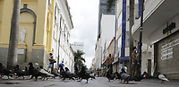 Campinas (SP), 17/03/2021 - Toque de recolher/Covid -  Movimentacao na Rua 13 de Maio, nessa quarta-feira (17).<br /> O toque de recolher anunciado ontem (16) pela Prefeitura de Campinas (SP) pretende restringir ainda mais a quarentena de covid-19 na cidade, apos o colapso da rede de saude. A intencao na pratica e retirar a populacao da rua a partir das 20h ate as 5h, com abordagens policiais e fechamento de supermercados - que ate entao podiam funcionar sem restricao de horario. <br /> A nova medida comeca amanha (18) e vale ate o dia 30 de marco, seguindo a fase emergencial no estado de Sao Paulo.. Foto: Denny Cesare/Codigo 19 (Foto: Denny Cesare/Codigo 19/Codigo 19)