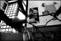 nell'ex carcere san Donnino di Como una brandina e un manifesto erotico.