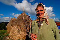 """Suceska / Srebrenica / Bosnia orientale 2011..Una contadina di Suceska beneficiaria del progetto """"TransuManza di pace"""" che promuove la ripresa delle attività agricole tra i contadini dell'area di Srebrenica..Foto Livio Senigalliesi..Suceska / Srebrenica / BIH 2011.Farmer in the mountain Suceska beneficiary of project of development of agriculture in the area of Srebrenica..Photo Livio Senigalliesi"""