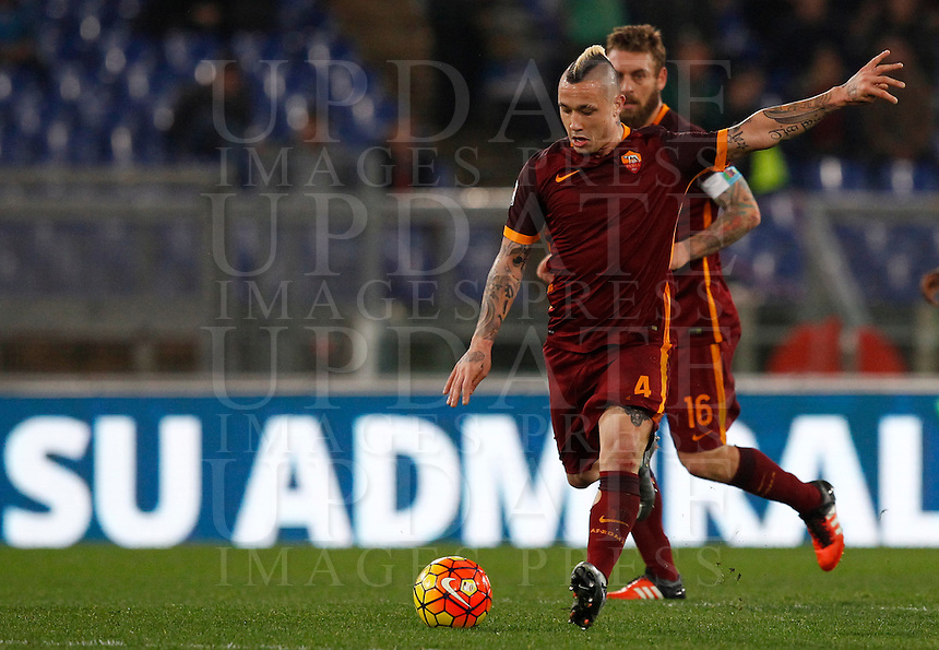Calcio, Serie A: Roma vs Milan. Roma, stadio Olimpico, 9 gennaio 2016.<br /> Roma's Radja Nainggolan in action during the Italian Serie A football match between Roma and Milan at Rome's Olympic stadium, 9 January 2016.<br /> UPDATE IMAGES PRESS/Riccardo De Luca